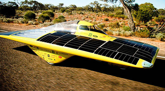 michigan solar car uses advanced solar panel technology and aerodynamics to compete in Australian outback